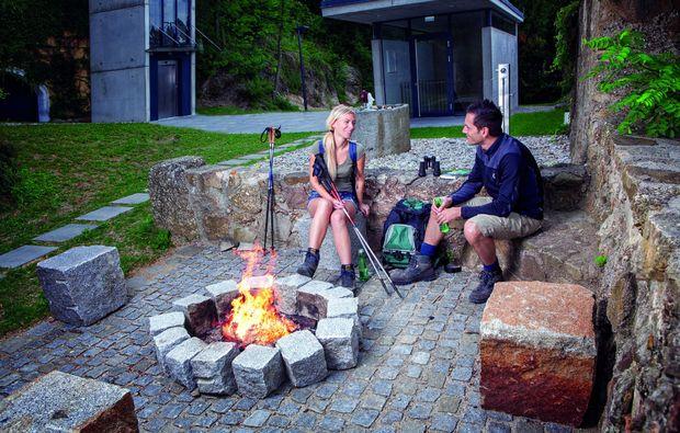 kurzurlaub-bad-kreuzen-lagerfeuer