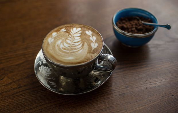 latte-art-seminar-muenchen-milchschaum-kaffee
