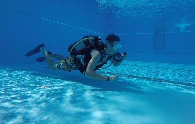 tauchschnupperkurs-zellingen-side-view-snapshot-underwater