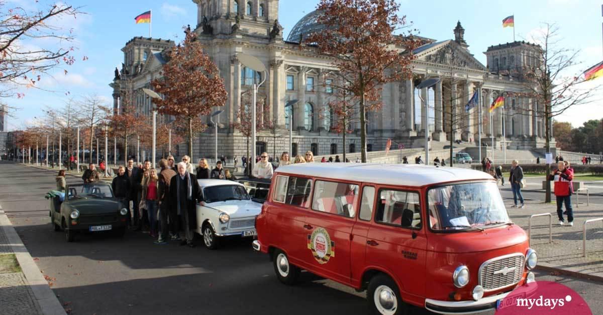 Stadtrundfahrt - Currywurst-Tour im Original-DDR-Oldtimer mit Currywurststop und Getränken inklusive