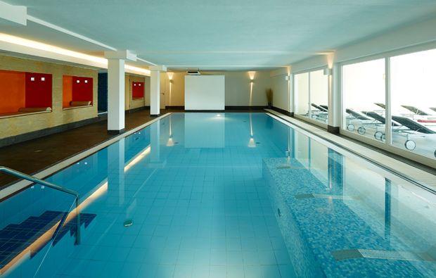 wellness-wochenende-deluxe-neunkirchen-pool