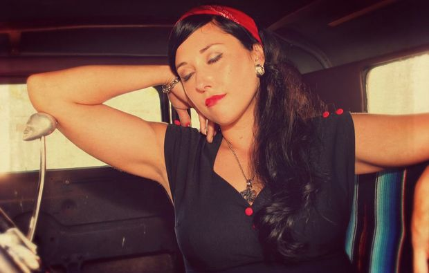 pin-up-fotoshooting-koeln-arms