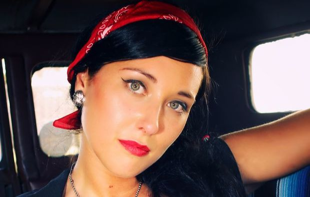 pin-up-fotoshooting-koeln-im-bus