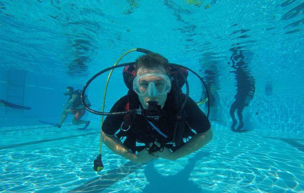 tauchschnupperkurs-wuerzburg-underwater-frontal-view