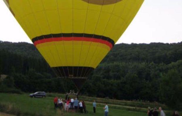 gourmet-ballonfahrt-fuer-zwei-pluederhausen-luft