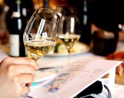 Weinverkostung für Zwei von 6 Weinen & Tapas