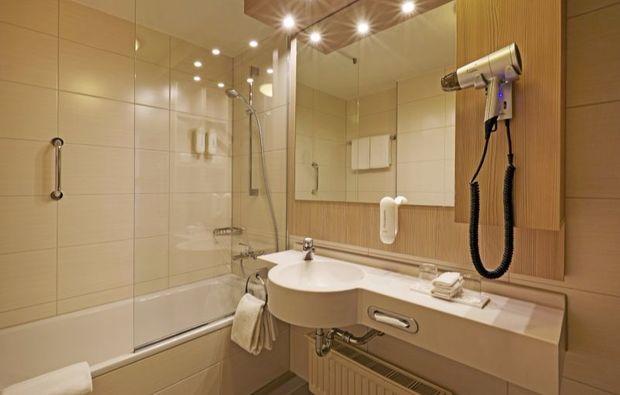 kurztrip-stade-hotelbadezimmer