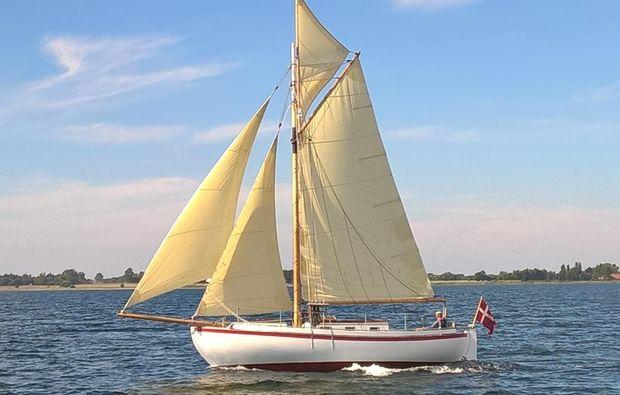 segeltoerns-kiel-wochenende-segelboot