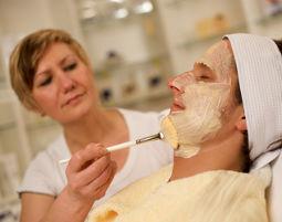 Gesichtsbehandlung für Frauen