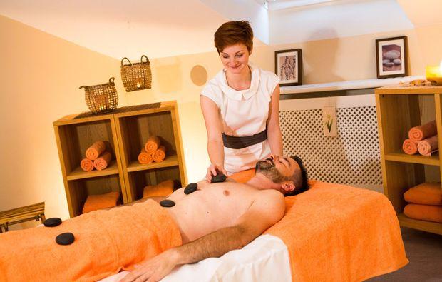 gesichtsbehandlung-bad-fuessing-massage