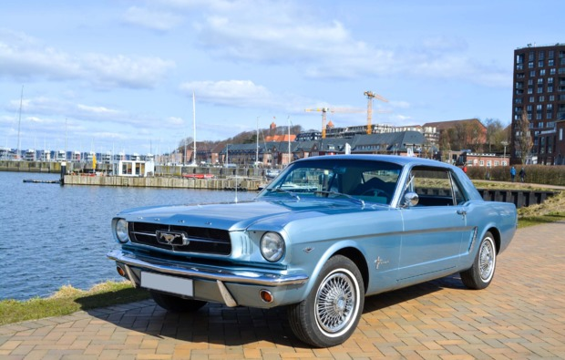 ford-mustang-oldtimer-fahren-wees-bg1