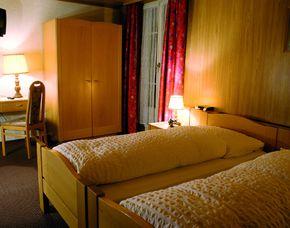 2x2 Übernachtungen inkl. Erlebnis - Hotel Engel - Emmetten Hotel Engel - Flasche Wein