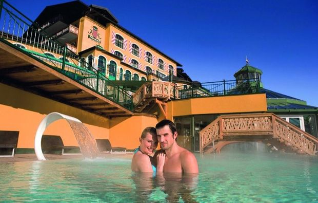 wellness-wochenende-deluxe-schladming-pool