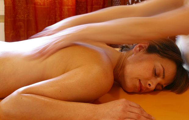 ayurveda-massage-roesrath-relaxing
