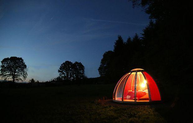 uebernachten-glaskuppel-la-chapelle-bois-aux