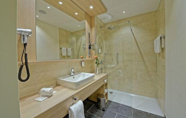 romantikwochenende-stade-widukind-badezimmer