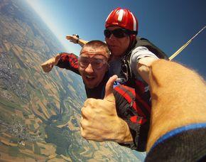 Fallschirm-Tandemsprung - 3.000-4.000 Meter Sprung aus 3.000-4.000 Meter - ca. 25-50 Sekunden freier Fall