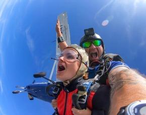 Fallschirm Tandemsprung Zweibrücken Sprung aus ca. 3.000-4.000 Metern - Ca. 50 Sekunden freier Fall