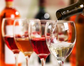 Wein und Käse Tasting zuhause für2 Webinar von 3 Sorten Wein & 4 verschiedenen Käsesorten