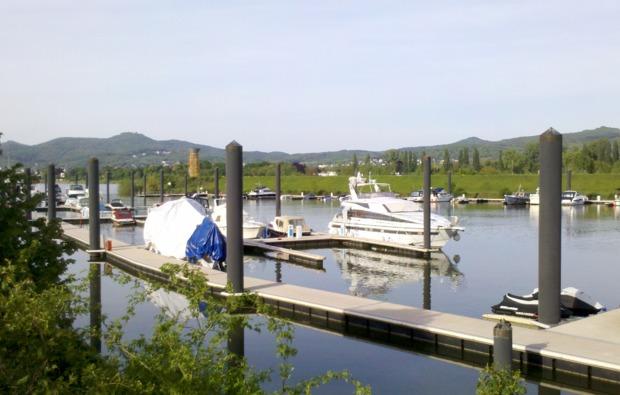 motorboot-fahren-koeln-steg