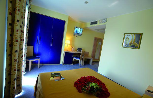 kurzurlaub-am-meer-lignano-sabbiadoro-zimmer