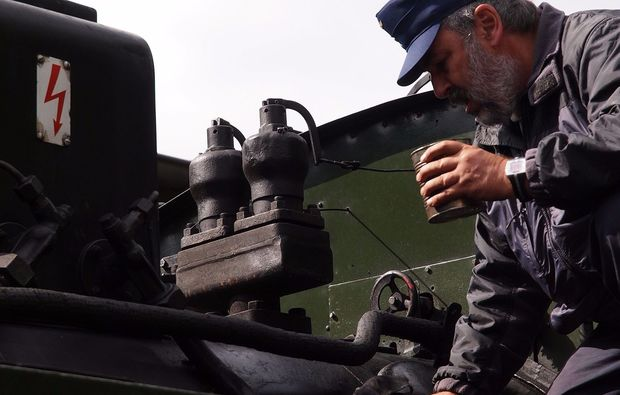 lokfuehrer-dampflok-selbst