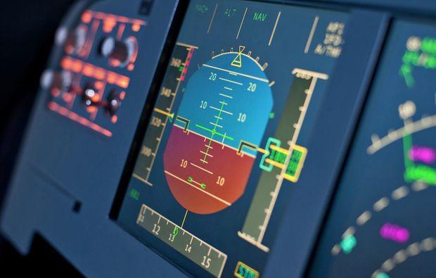 flugsimulator-a320-nuernberg-cockpit-anzeige