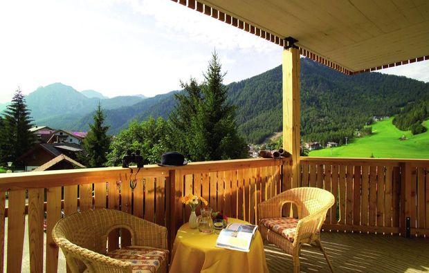 kurzurlaub-st-vigil-in-enneberg-balkon