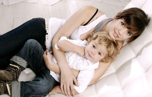 familien-fotoshooting-schwerin-geschwister-liebe