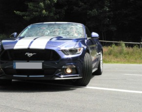 Ford Mustang fahren 12km Ford Mustang V8 GT Cabrio – 12 km Bergstrecke