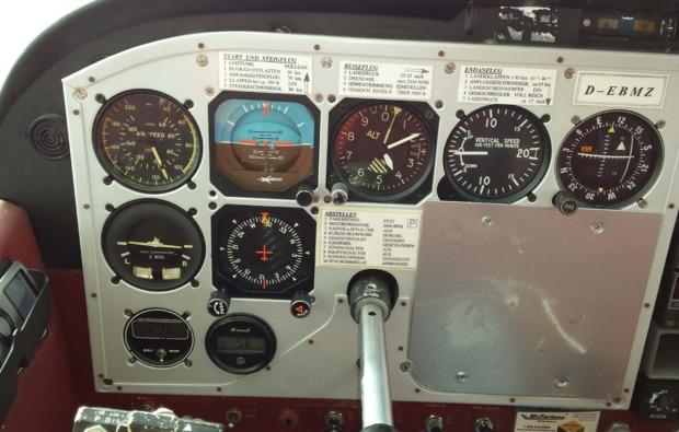 motorflugzeug-rundflug-schwandorf-cockpit