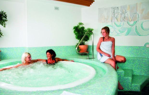romantikwochenende-uttenheim-pool