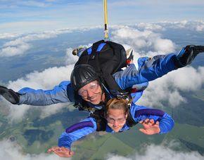 Fallschirm-Tandemsprung - 3.000 Meter Sprung aus ca. 3.000 Metern - ca. 34 Sekunden freier Fall