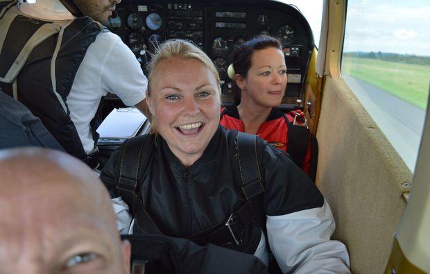 lachen-fallschirm-tandemsprung-schoengleina