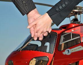 Romantik-Hubschrauber-Rundflug - Wolke 7 - Berlin-City-Rundflug Berlin-City-Rundflug - Flug direkt über Berlin inkl. Champagner und Pralinées - 20 Minuten