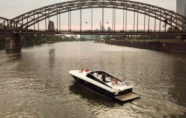 speedboot-fahren-frankfurt-am-main-bruecke