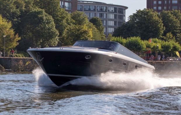 speedboot-fahren-frankfurt-am-main-geschwindigkeit