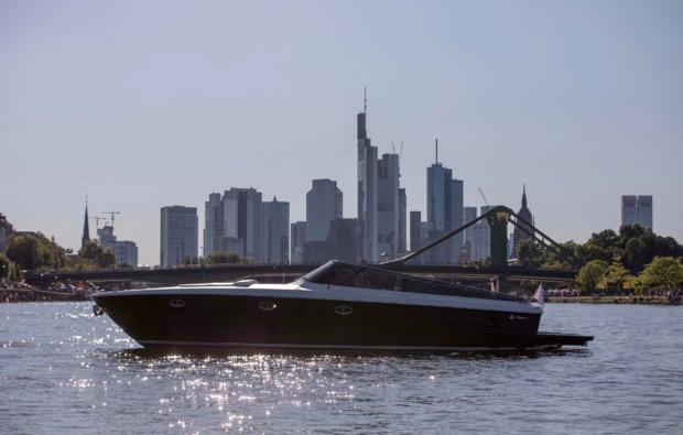 speedboot-fahren-frankfurt-am-main-metropole