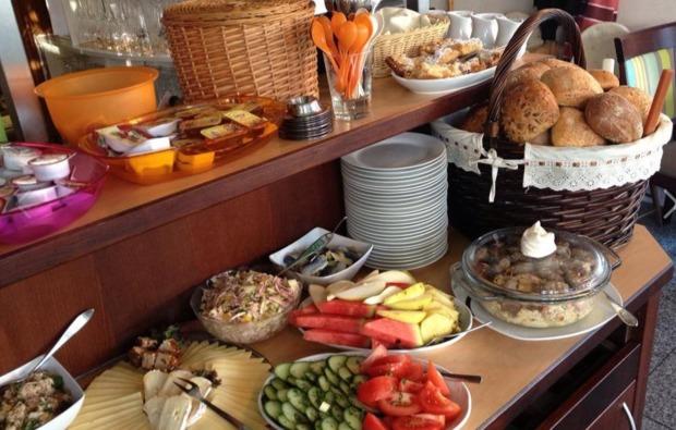 familienurlaub-ostseebad-sellin-fruehstueck