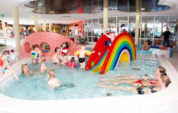 familienurlaub-ostseebad-sellin-schwimmbad