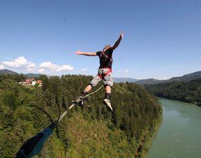 Bungee Jumping - Staudamm Klaus mit möglichem Dip-In ins Wasser Bungy-Jumping vom 50 Meter hohen Staudamm Klaus mit möglichem Dip-In ins Wasser