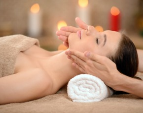 Kosmetikbehandlung Gesichtsbehanldung, Pflegeberatung