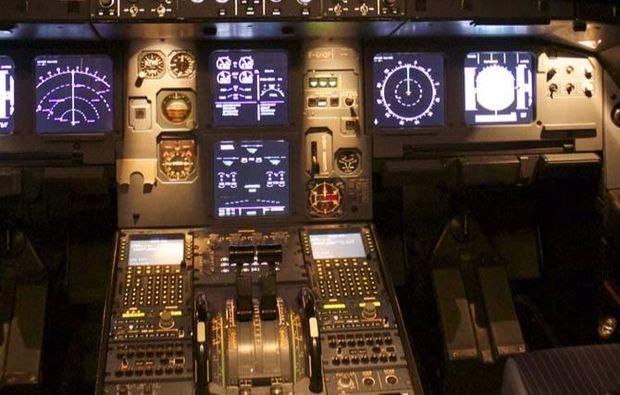 full-flight-simulator-berlin-cockpit