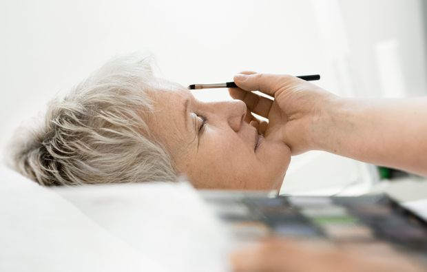 make-up-beratung-konstanz-auftragen-liedschatten