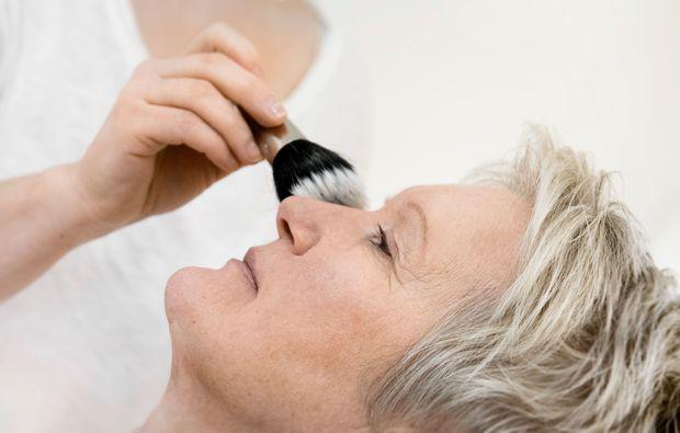 make-up-beratung-konstanz-puder-pinsel
