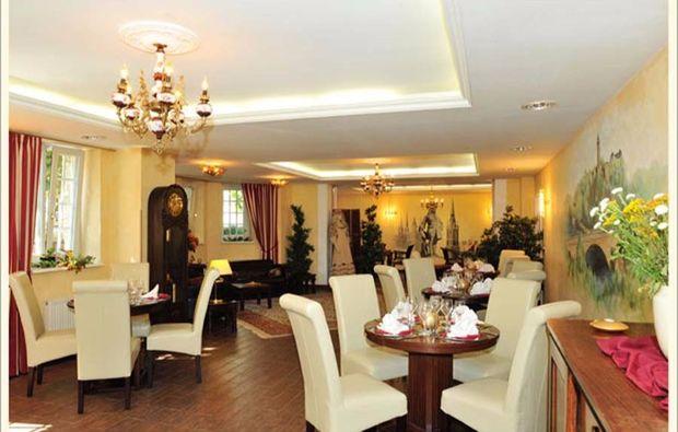 romantikwochenende-halle-lobby