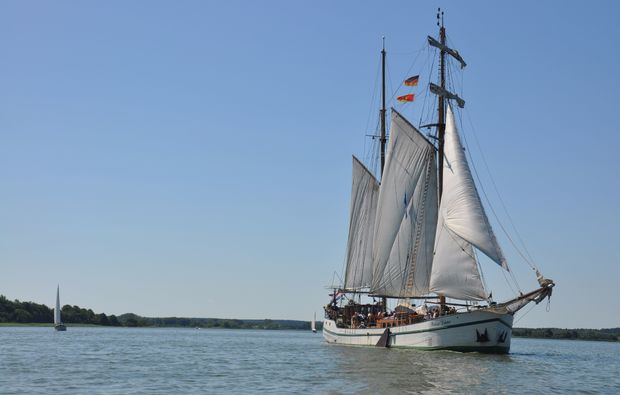 segeln-dinner-neppermin-schiff
