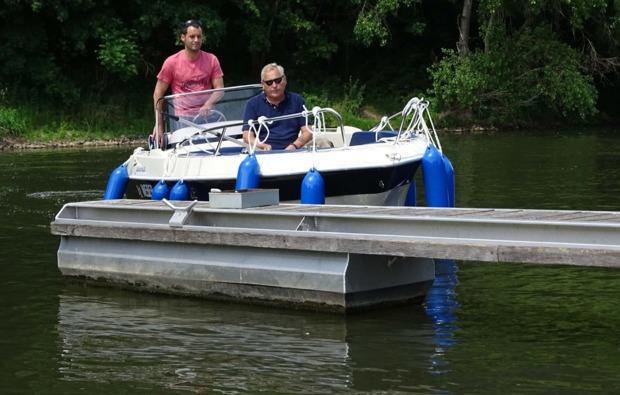 motorboot-fahren-halle-saale-fahrt