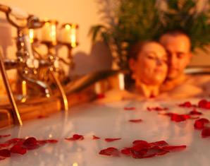 Romance Wellness für Paare Tageseintritt in die Wasser- und Saunawelt, Cleopatrabad, Cocktail
