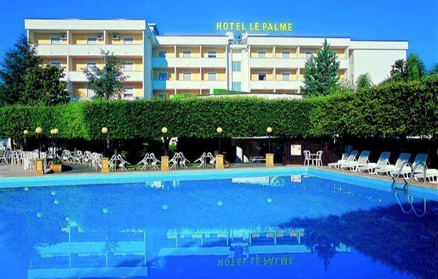kurzurlaub-am-meer-capaccio-hotelanlage